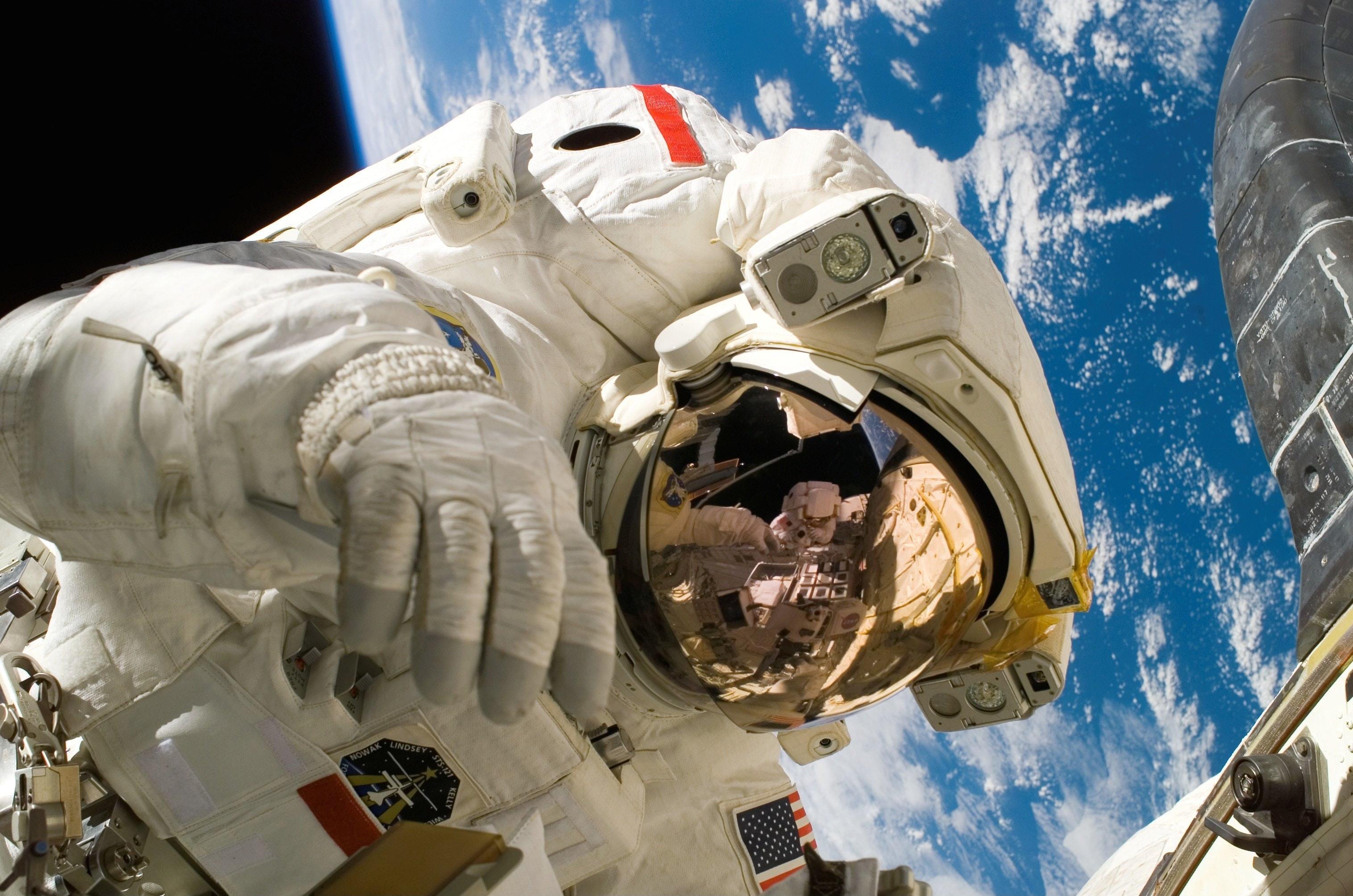 NASA Astronaut Returns for Living Maths Space Tour
